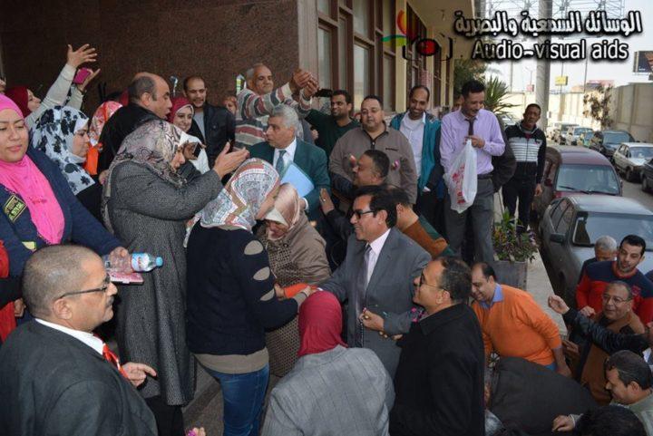 جانب من استقبال العاملين بالمؤسسة الثقافية العمالية والجامعة للأستاذ عبد الفتاح إبراهيم المفوض باختصاصات رئيس مجلس الإدارة