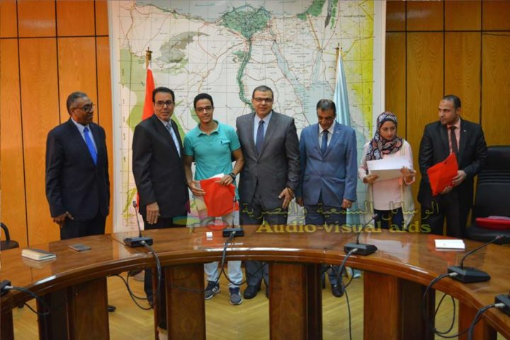 الاحتفال المتميز بوزارة القوى العاملة لتكريم فريق طلاب شعبة التنمية التكنولوجية الفائزين بالجوائز الأولى بيوم الهندسة المصري