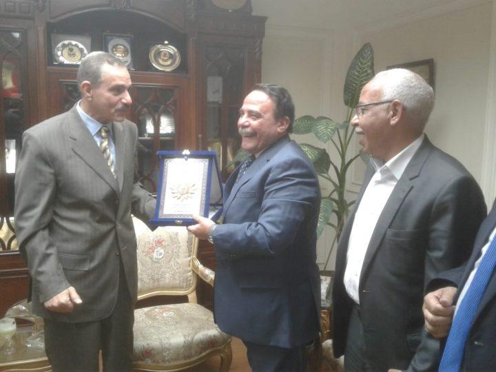 وافق اللواء جمال نور الدين، محافظ أسيوط، على تخصيص قطعة أرض في أسيوط الجديدة لصالح الجامعة العمالية فرع أسيوط.